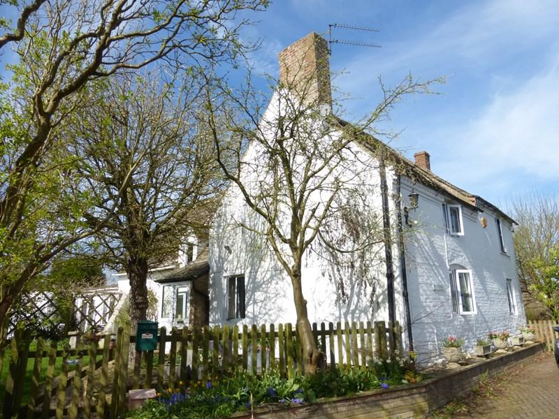 3 Bedrooms Detached House for sale in Main Street, Sedgeberrow, Evesham