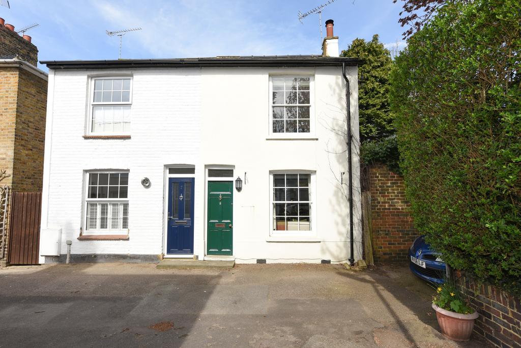 2 Bedrooms Cottage House for sale in Beech Road, Weybridge, Surrey, KT13