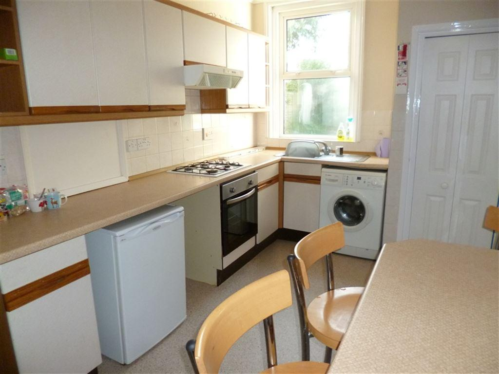 5 Bedrooms House for rent in Heathwood Road, Talbot Park, Bournemouth, Dorset