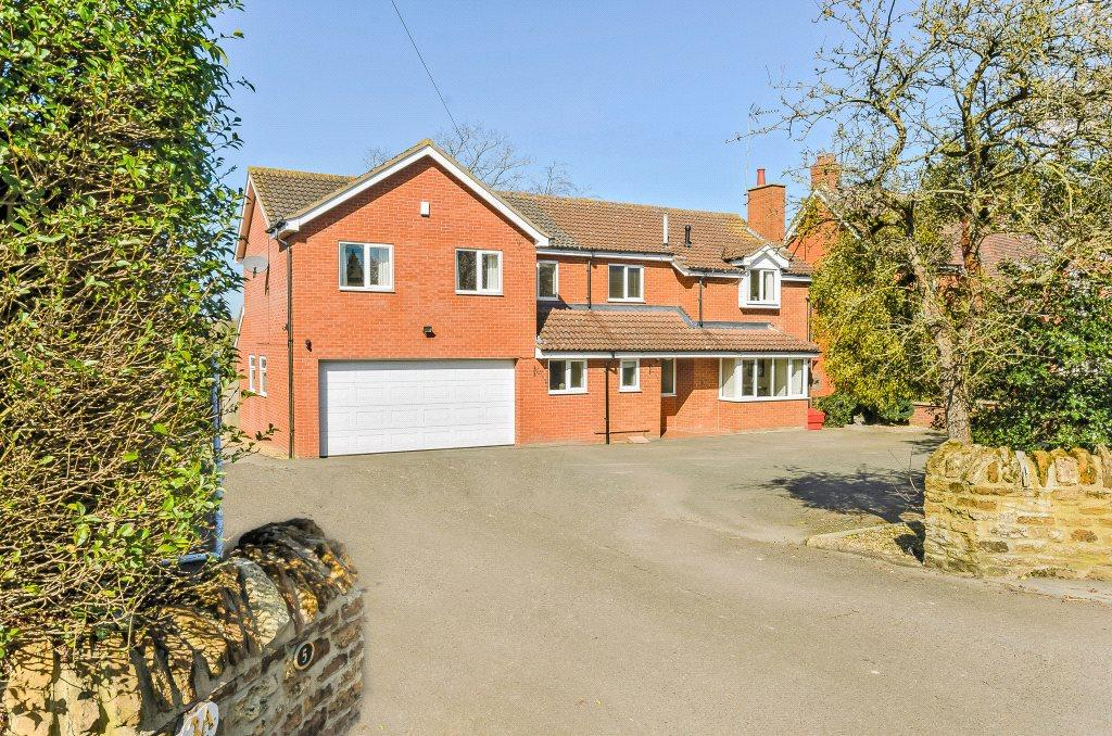 4 Bedrooms Detached House for sale in Forest Road, Hartwell, Northampton, Northamptonshire, NN7