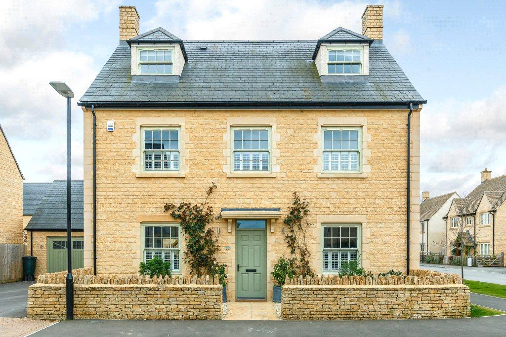 5 Bedrooms Detached House for sale in Nightingale Way, South Cerney, Cirencester, Gloucestershire, GL7
