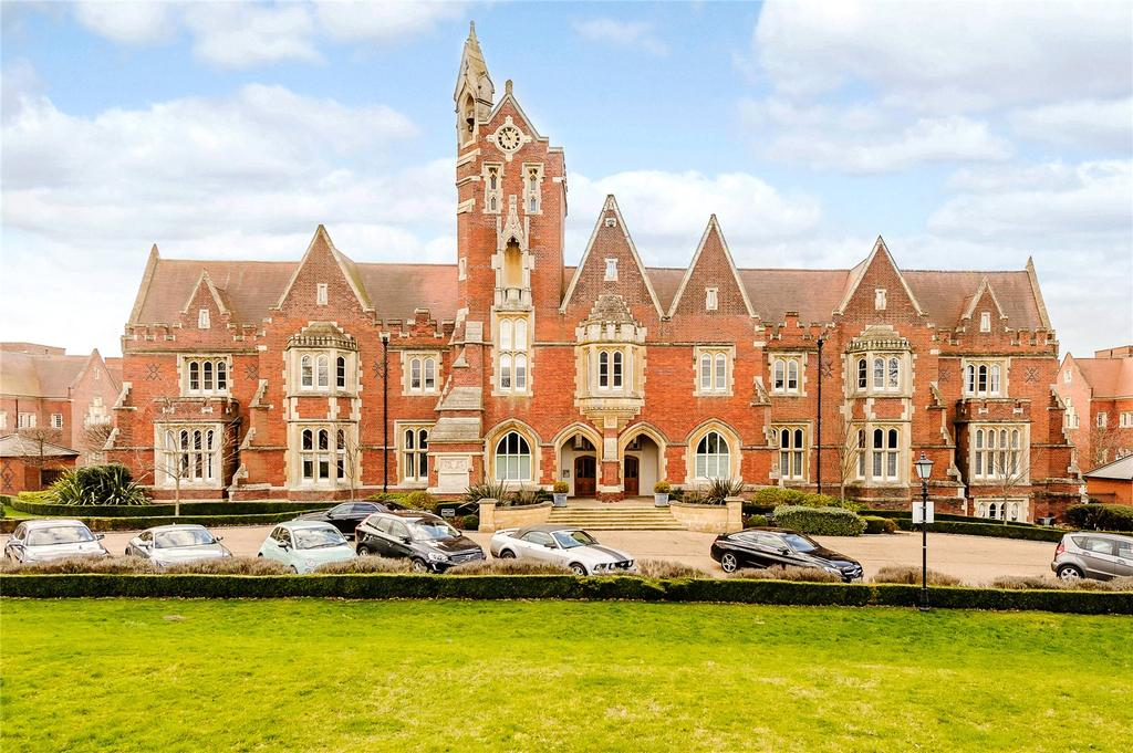 2 Bedrooms Penthouse Flat for sale in Tudor Court, The Galleries, Warley, Brentwood, CM14