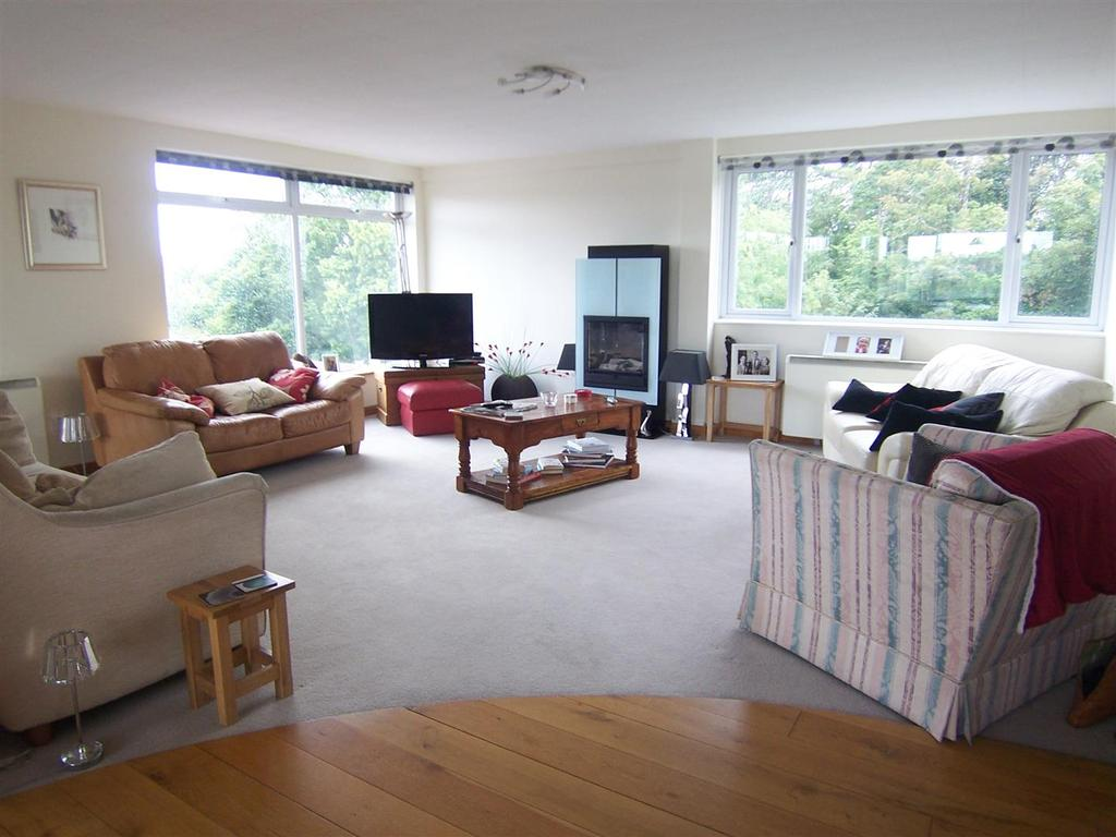 3 Bedrooms Flat for sale in Apartment 6, Coton Manor, Shrewsbury, SY1 2LT