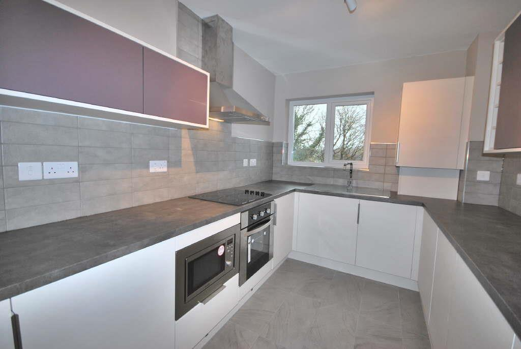 3 Bedrooms Flat for sale in Princess Court, Alwoodley
