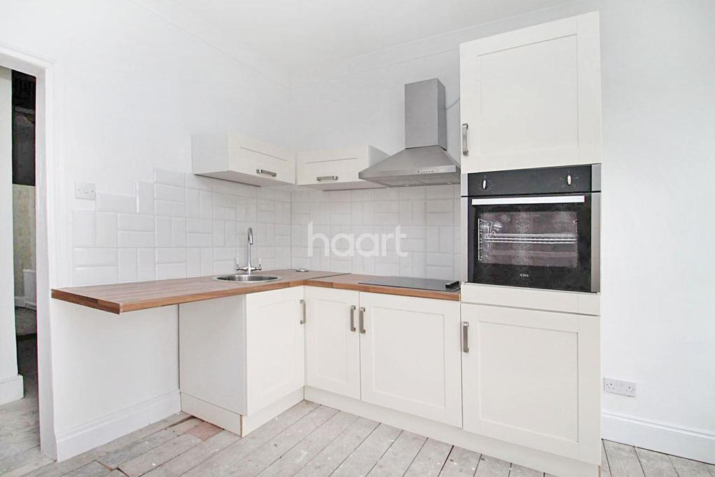 3 Bedrooms Flat for sale in Oxford Road, Ilford, Essex