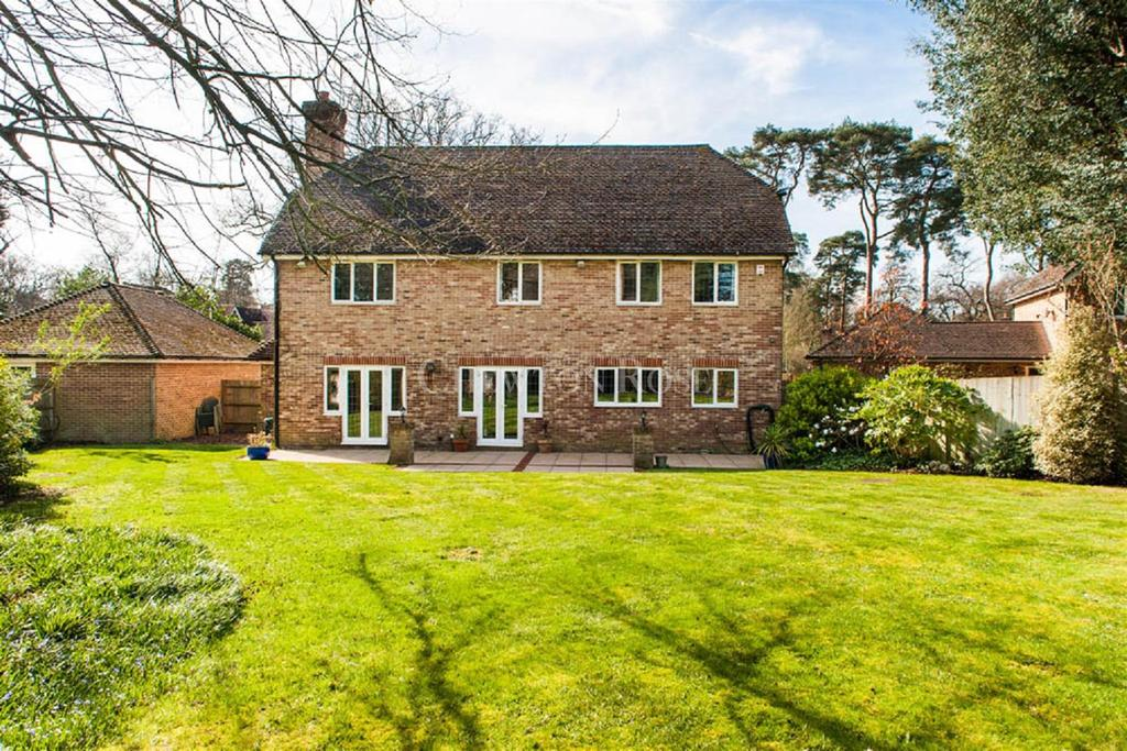5 Bedrooms Detached House for sale in Iver Heath, Buckinghamshire