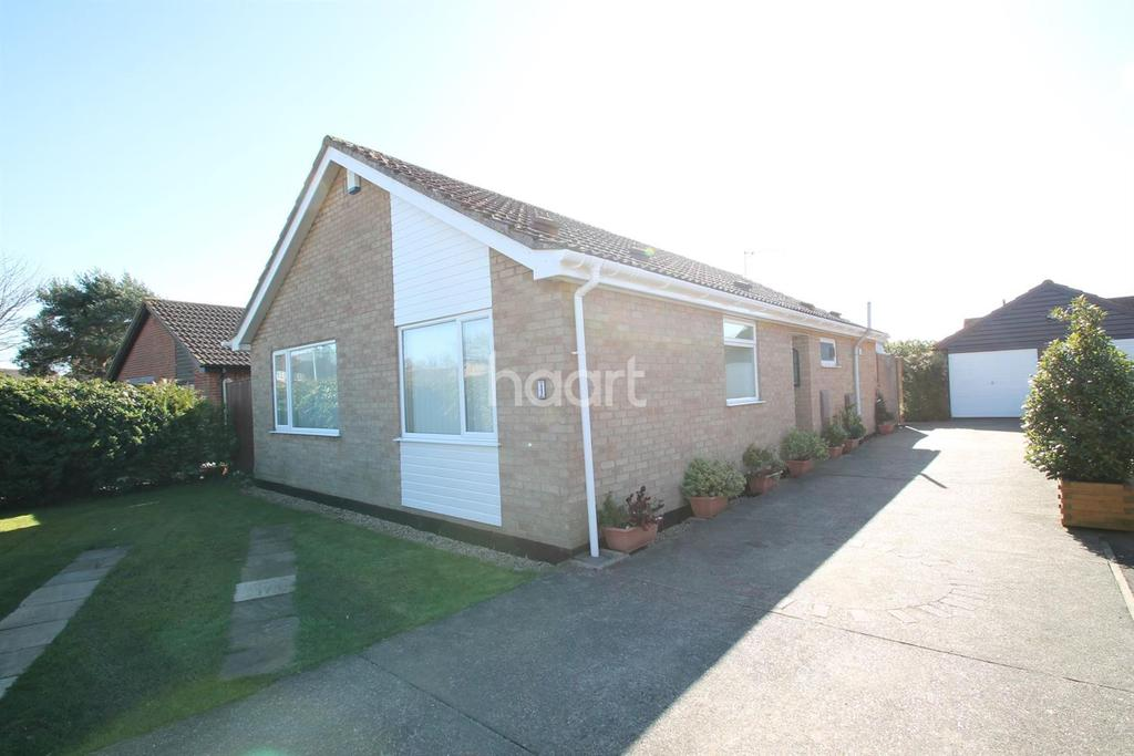 3 Bedrooms Bungalow for sale in Low Farm Drive, Carlton Colville