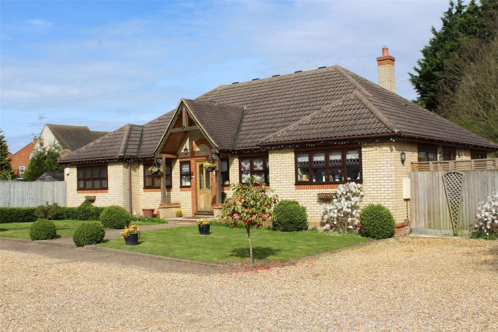 5 Bedrooms Detached Bungalow for sale in Baldock Road, Stotfold, Hitchin, Hertfordshire