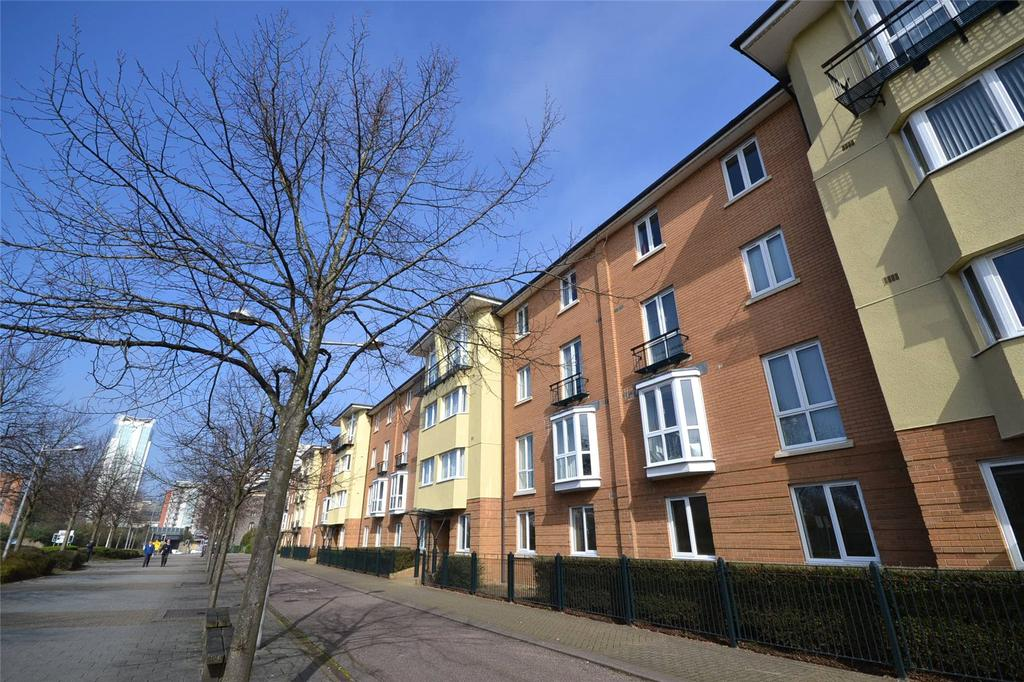 2 Bedrooms Apartment Flat for sale in Messina House, Vellacott Close, Cardiff Bay, Cardiff, CF10
