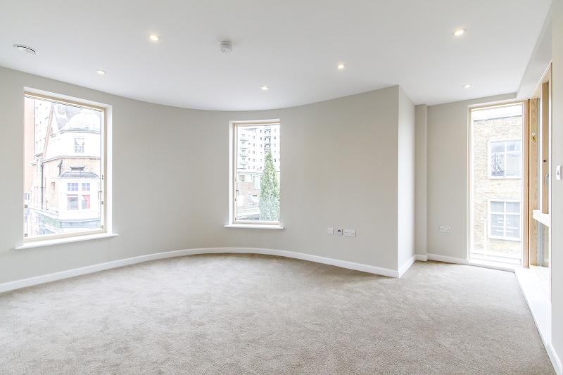 3 Bedrooms Penthouse Flat for sale in Regnas Heights, High Road, Ilford, Essex. IG1