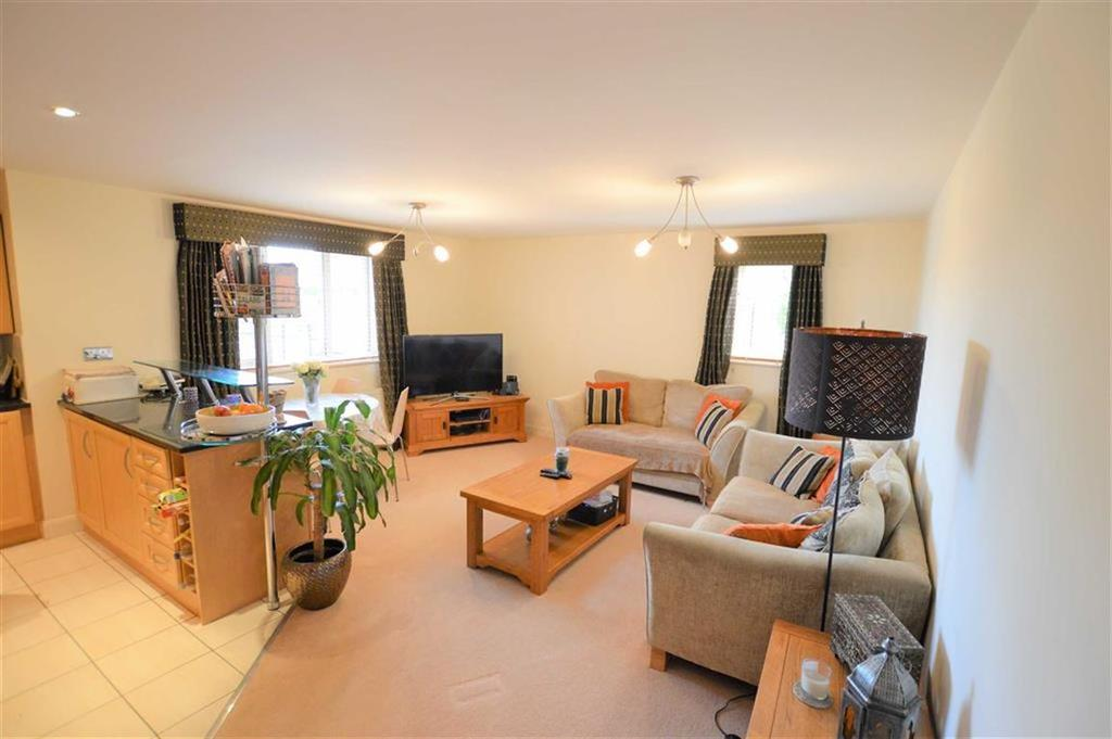 2 Bedrooms Apartment Flat for sale in Meadow Court, Hale, Cheshire, WA15