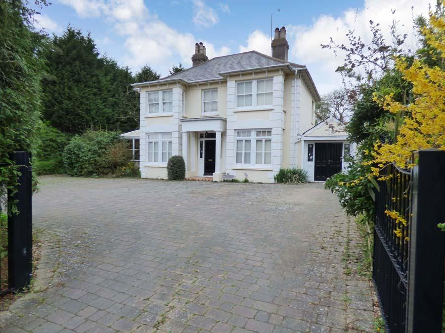 4 Bedrooms House for sale in Park Road, Burgess Hill, RH15