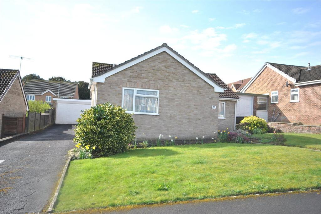 3 Bedrooms Bungalow for sale in Cedar Close, Chard, Somerset, TA20