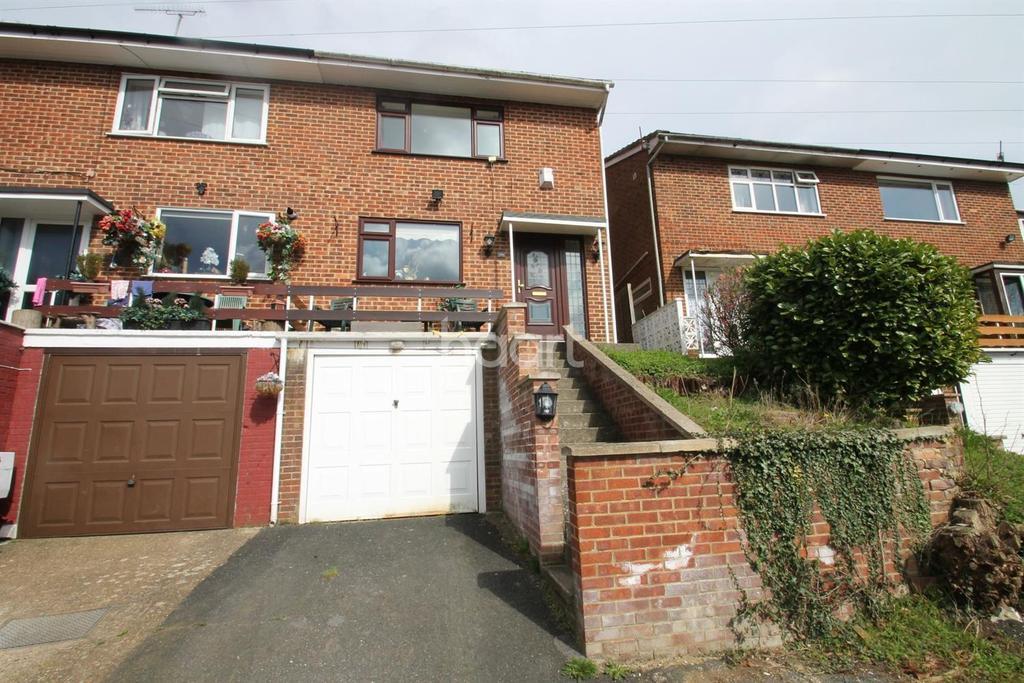 3 Bedrooms Semi Detached House for sale in The Grove, Biggin Hill