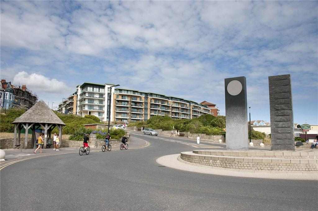 2 Bedrooms Maisonette Flat for sale in The Point, Marina Close, Bournemouth, BH5