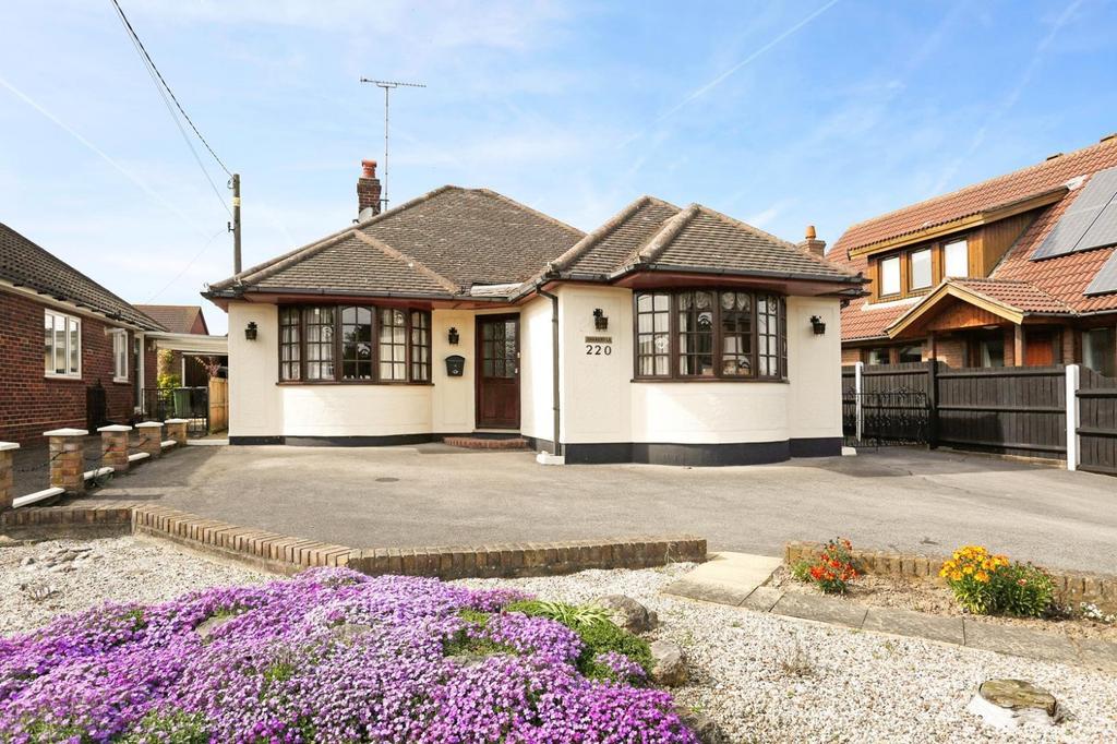 4 Bedrooms Detached Bungalow for sale in Fambridge Road, Maldon, Essex, CM9