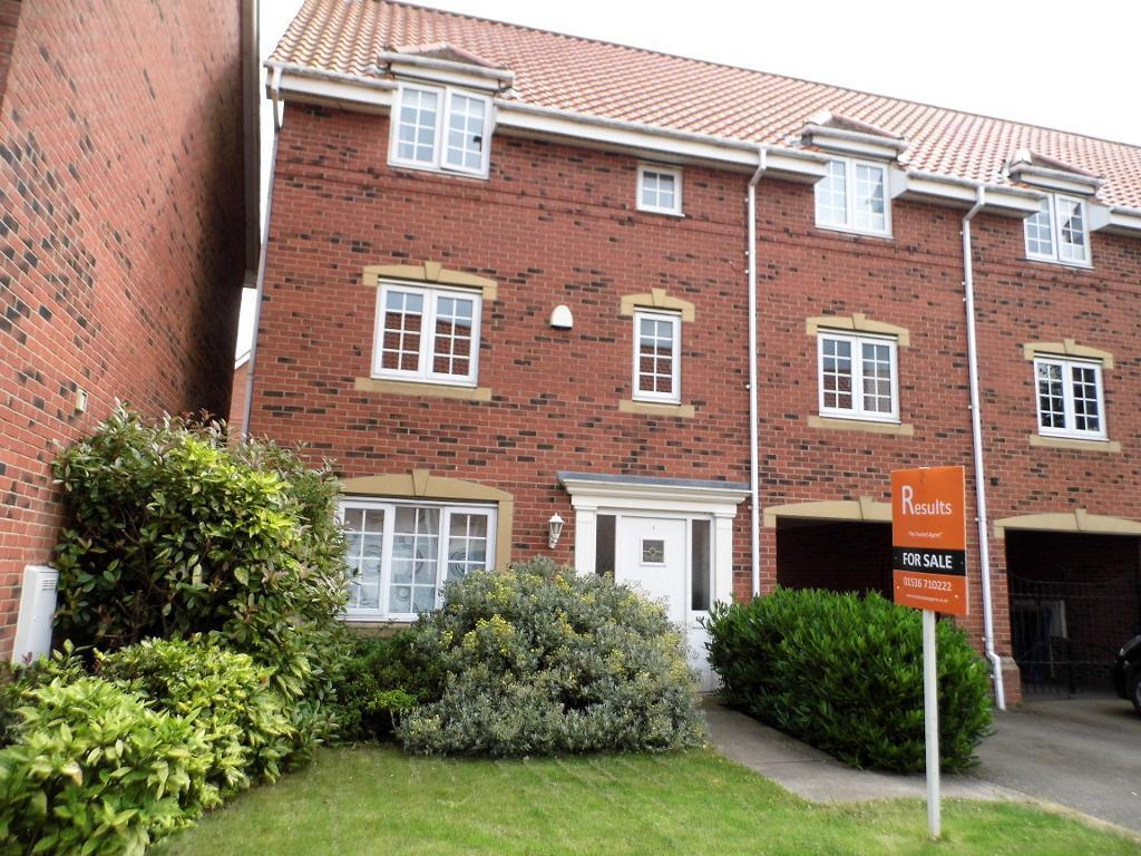 5 Bedrooms Semi Detached House for sale in Rosebay Road, Desborough, NN14 2JH