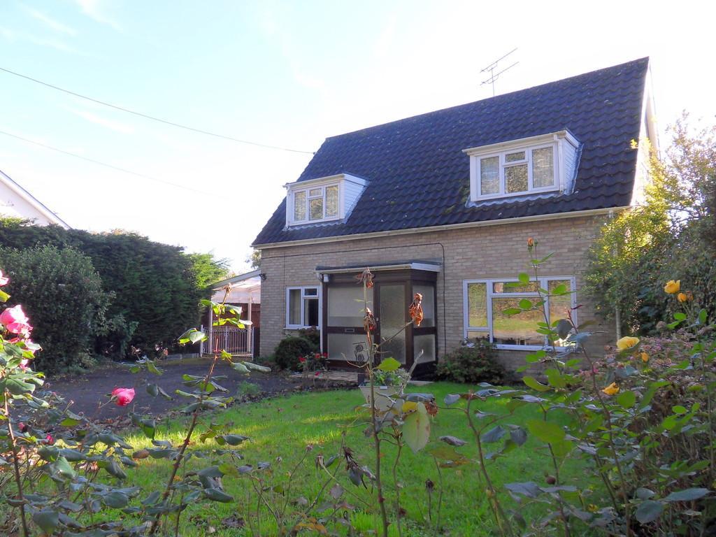 2 Bedrooms Chalet House for sale in Kingsway, Duke Street, Hintlesham, Ipswich, Suffolk, IP8 3PP