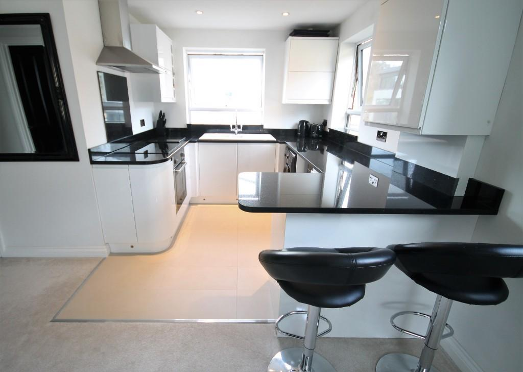 2 Bedrooms Apartment Flat for sale in Tudor Court, Haslemere