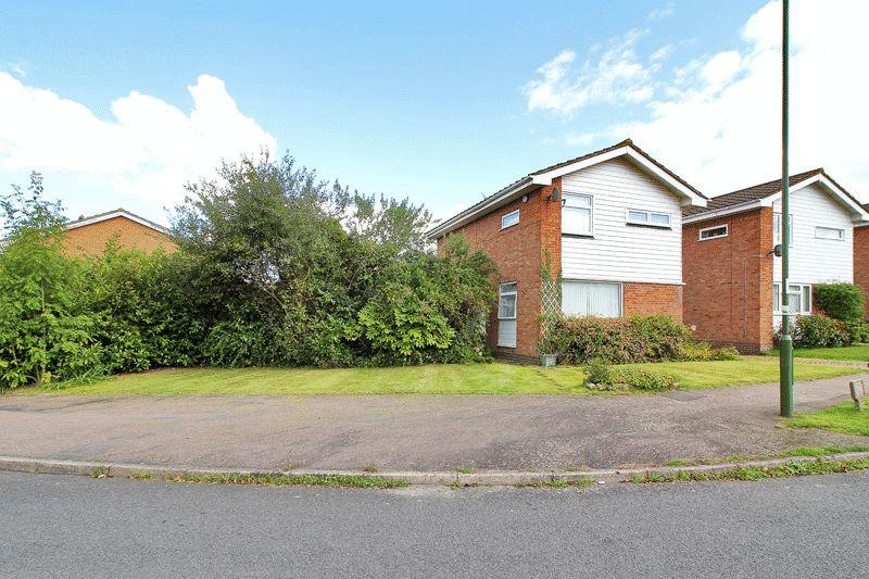 3 Bedrooms Detached House for sale in Downsview Road, Horsham