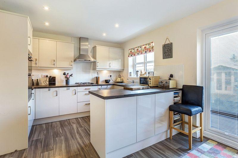 4 Bedrooms Detached House for sale in Davenshaw Drive, Congleton