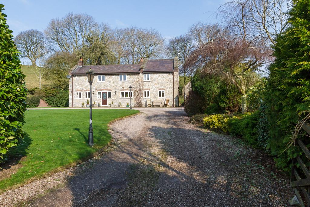 5 Bedrooms Farm House Character Property for sale in Llyn Helyg Lane, Rhuallt, North Wales