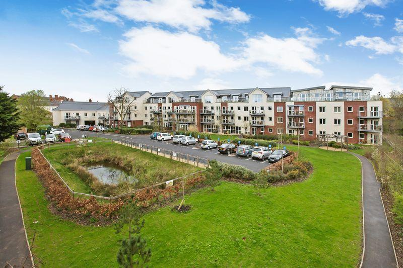 1 Bedroom Retirement Property for sale in ELLISFIELDS COURT