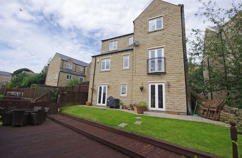 4 Bedrooms Detached House for sale in 12 Halstead Close, Ripponden, HX6 4JQ