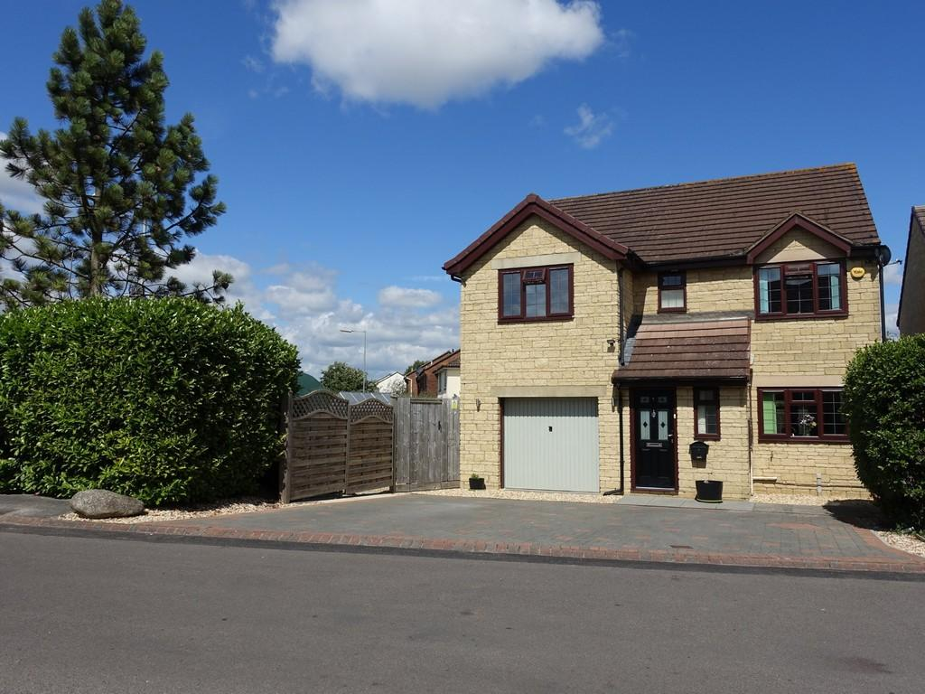 4 Bedrooms Detached House for sale in Cheverell Close, Trowbridge