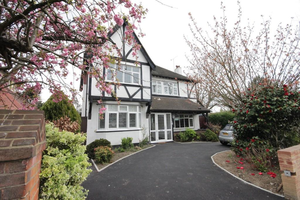 4 Bedrooms Detached House for sale in Victoria Avenue, SOUTHEND-ON-SEA