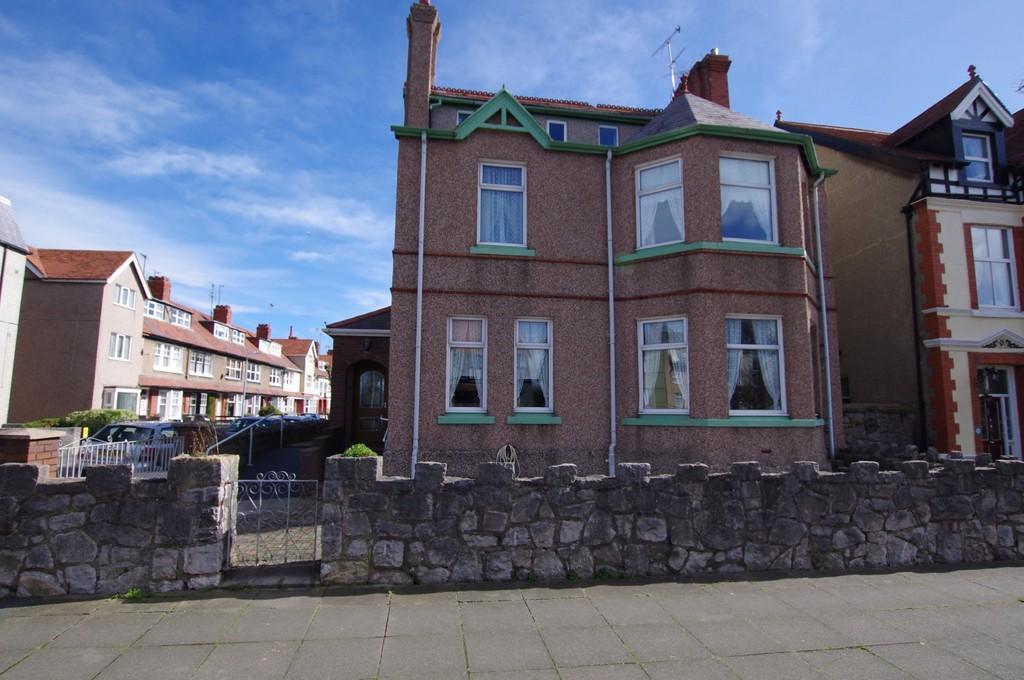 5 Bedrooms Detached House for sale in Carmen Sylva Road, Llandudno