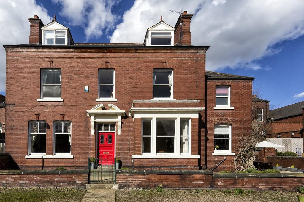 4 Bedrooms Detached House for sale in Cardigan Terrace, Wakefield