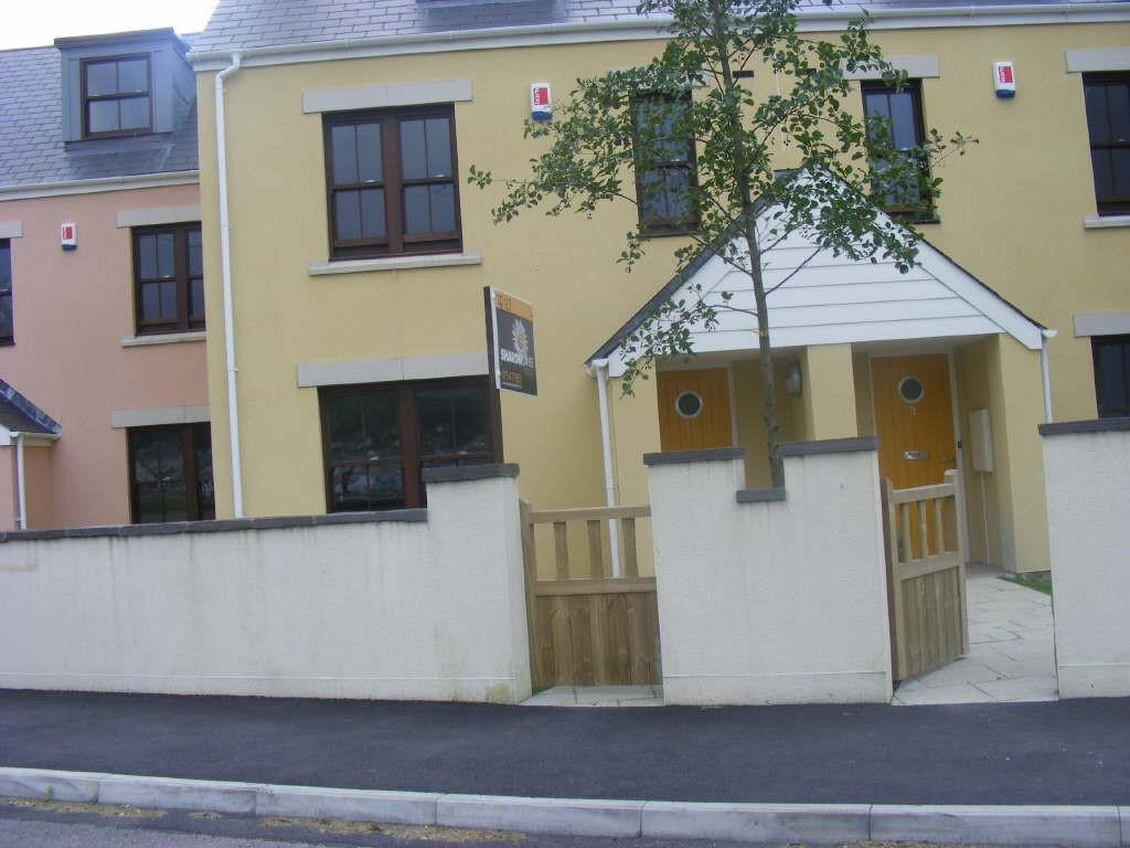 4 Bedrooms Town House