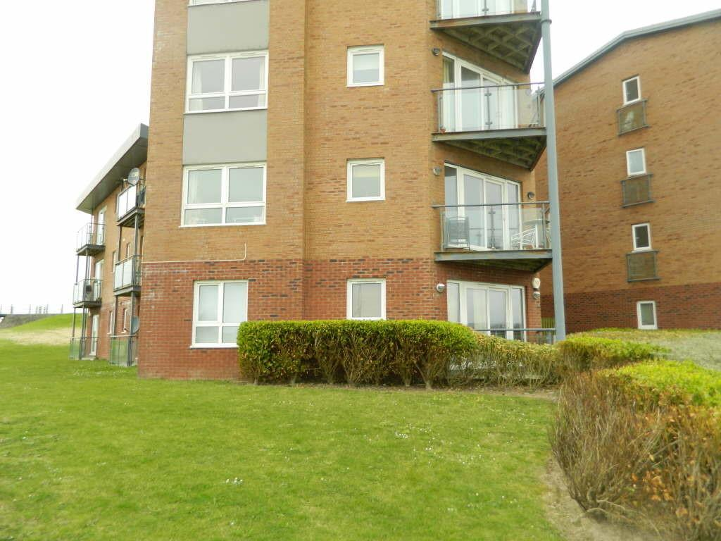 2 Bedrooms Flat for sale in Cwrt Clara Novello, Llanelli, Llanelli, Carms