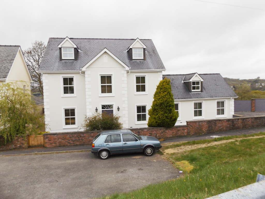 4 Bedrooms Detached House for sale in Y Maerdy, Foelgastell, Foelgastell, Carmarthenshire