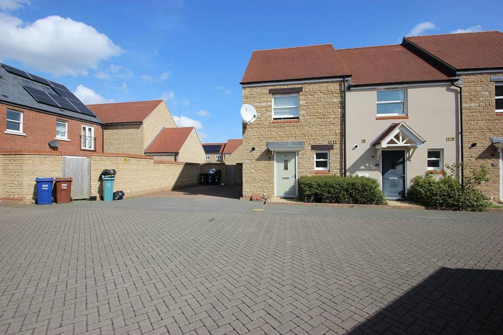 2 Bedrooms Terraced House for sale in Kempton Close, Bicester OX26