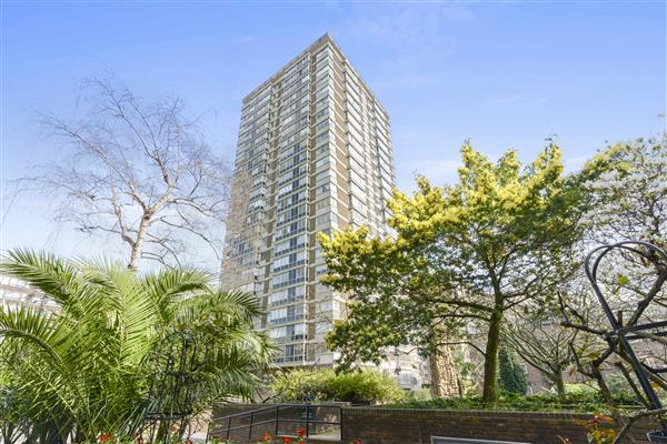 2 Bedrooms Flat for sale in THE QUADRANGLE, HYDE PARK, W2
