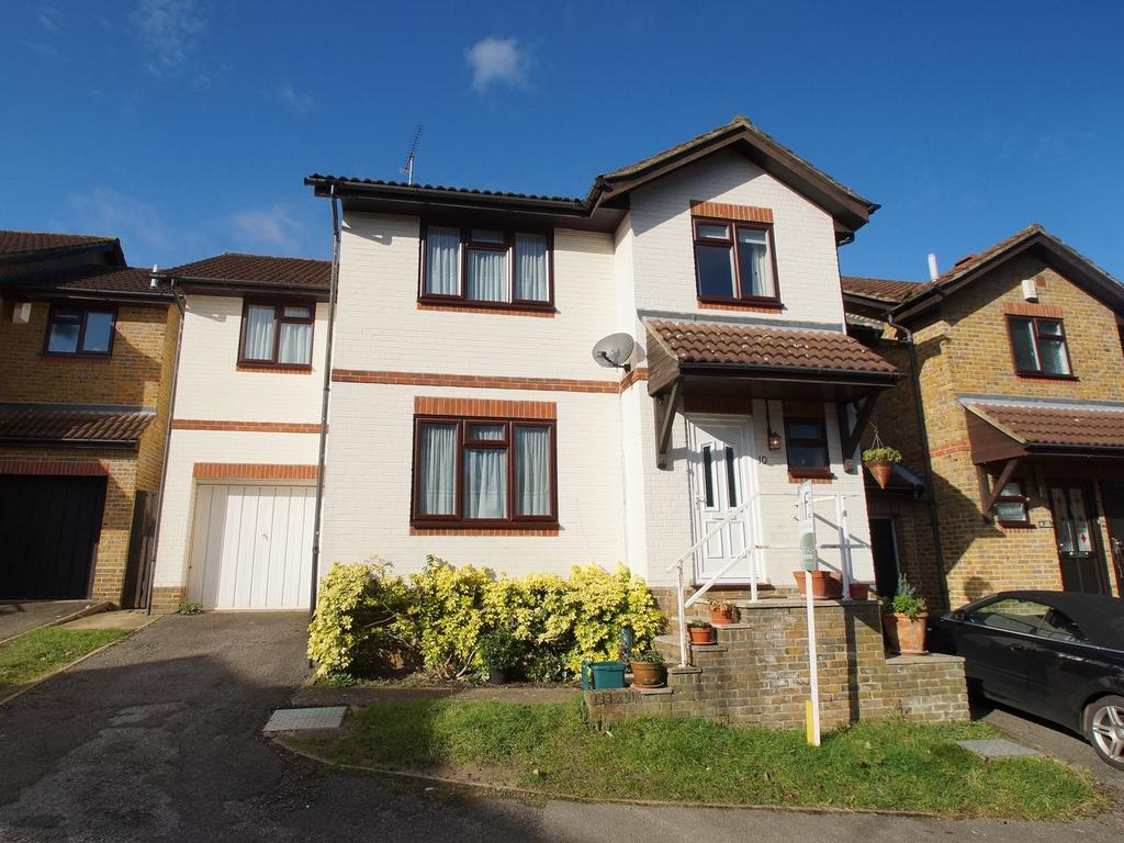 4 Bedrooms Link Detached House for sale in Vale Close, Weybridge KT13
