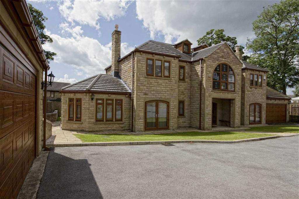 5 Bedrooms Detached House for sale in The Reynards, Mirfield, WF14