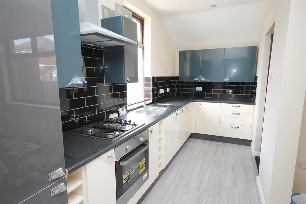 3 Bedrooms Semi Detached House for sale in Yarm Road, Darlington