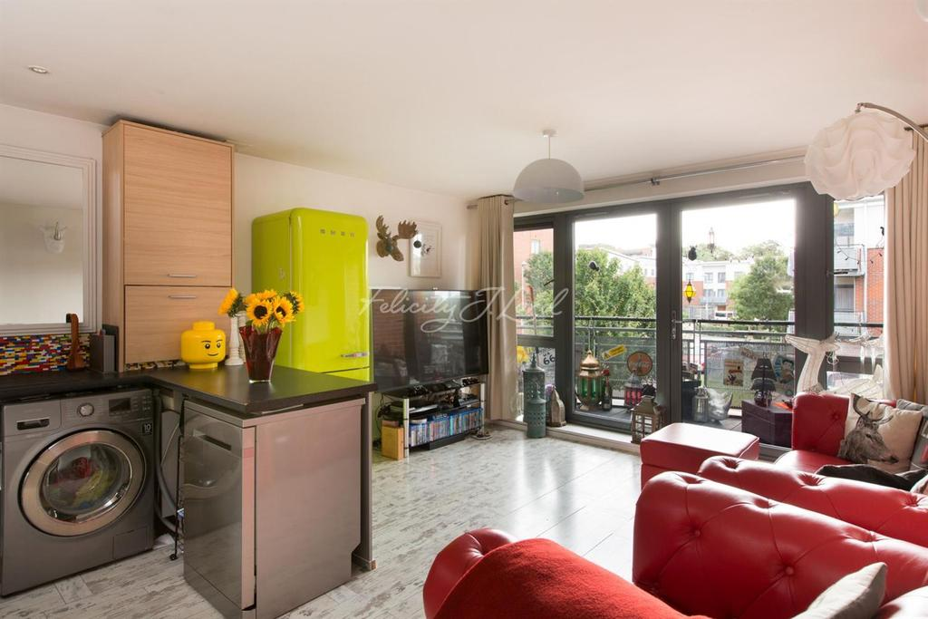 2 Bedrooms Flat for sale in Gunyard Mews, Shooters Hill SE18