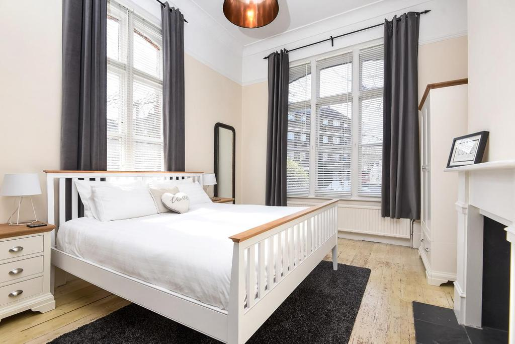 2 Bedrooms Flat for sale in Abbeville Road, Clapham, SW4