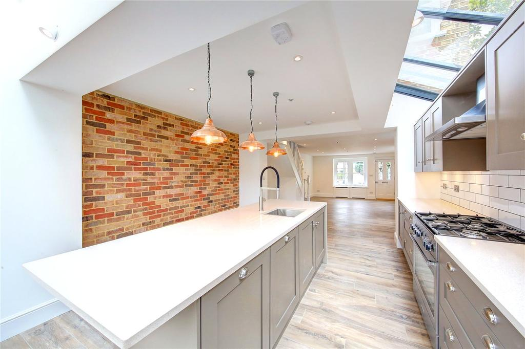 4 Bedrooms End Of Terrace House for sale in Gomer Gardens, Teddington, TW11
