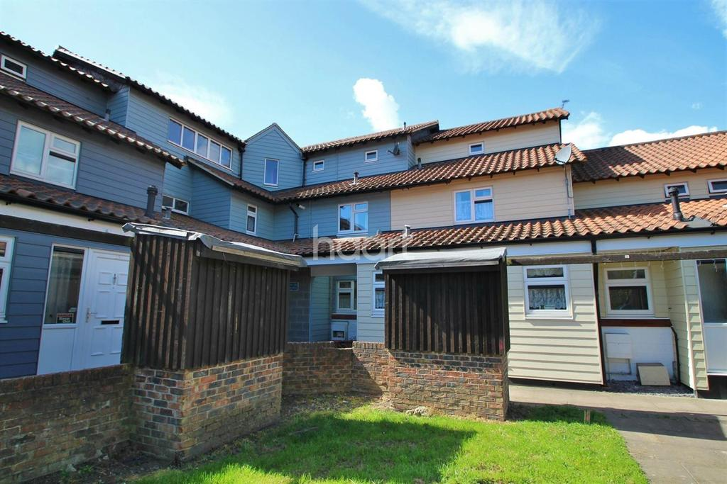 2 Bedrooms Flat for sale in Bartlow End, Basildon