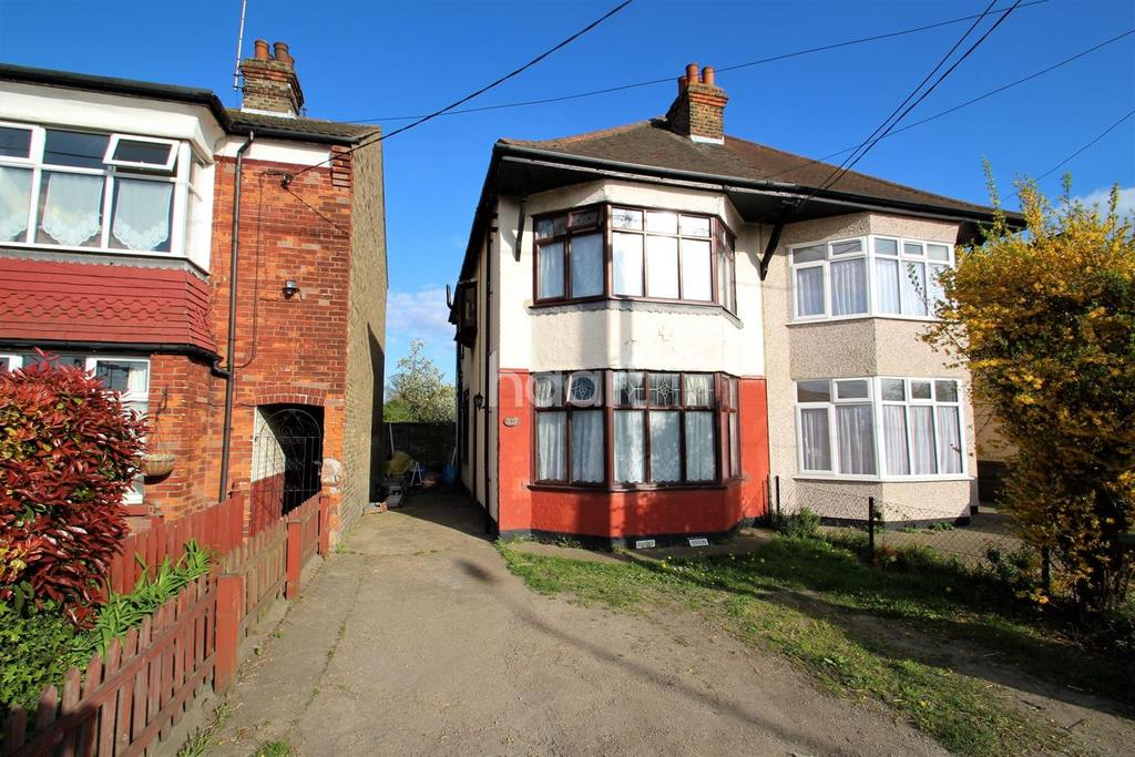3 Bedrooms Semi Detached House for sale in Southend Road, Rochford