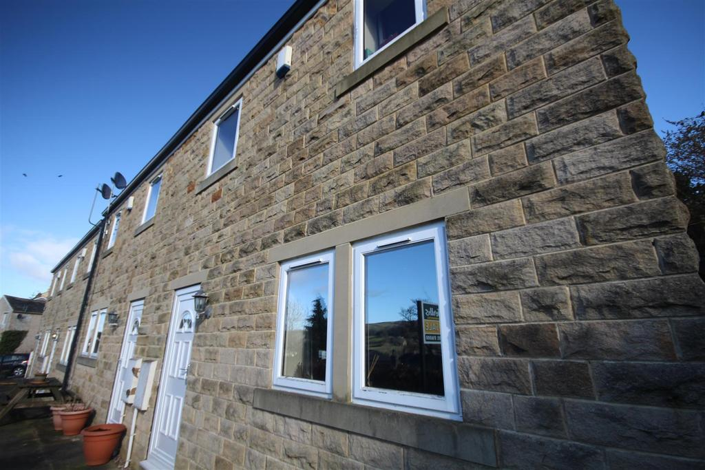 3 Bedrooms Town House for sale in 1 Moorview Close, Skipton Road, Foulridge, Colne