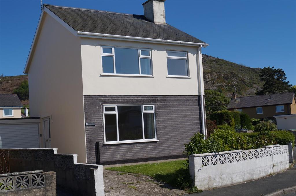 3 Bedrooms Detached House for sale in Ffordd Gwenllian, Nefyn, Pwllheli