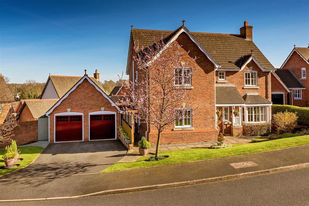 4 Bedrooms Detached House for sale in Carneddau Close, Trefonen, Oswestry