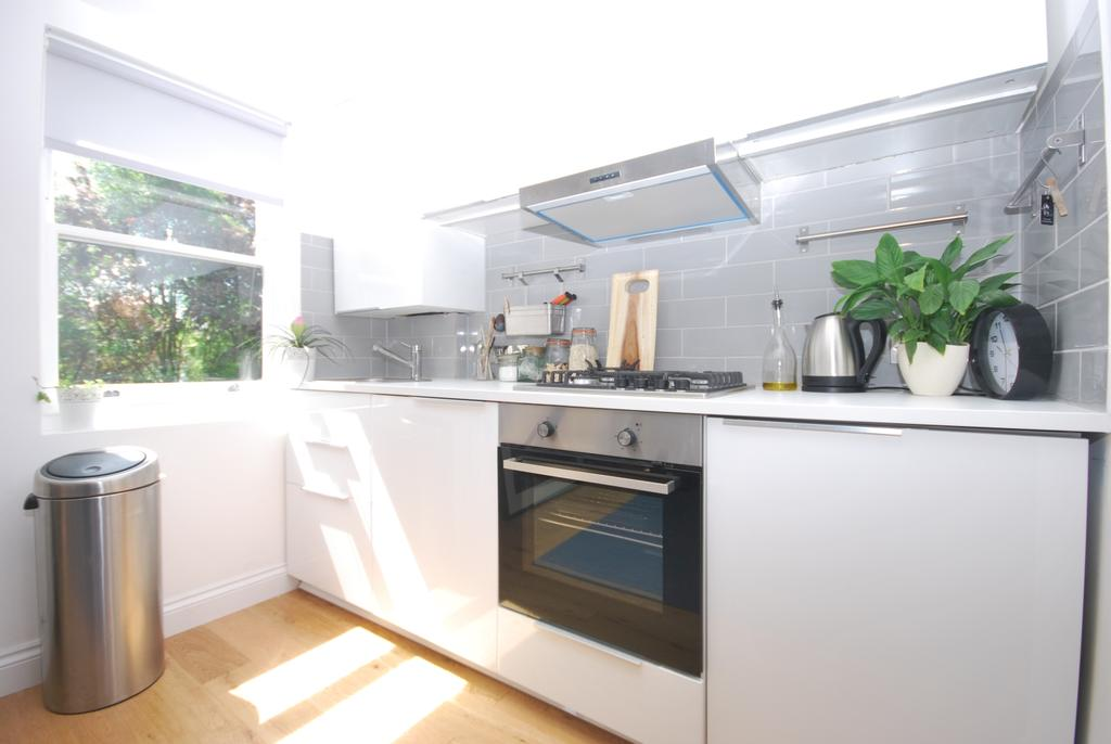 1 Bedroom Flat for sale in Colyton Road East Dulwich SE22