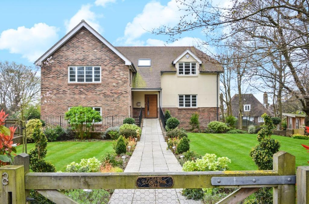 5 Bedrooms Detached House for sale in Elm Close Hove BN3